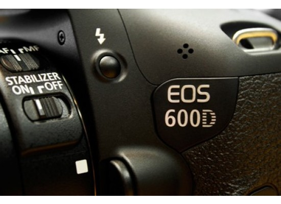 Canon EOS 600D 18MP DSLR Camera with 18-55mm Zoom Lens