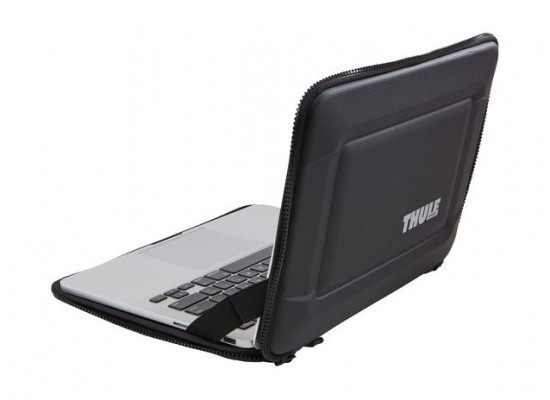 Thule Gauntlet 3.0 13-inch MacBook Pro with Retina Display Sleeve (TGSE2253) – Black