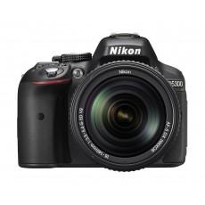 كاميرا نيكون دي ٥٣٠٠ دي إس إل آر - ٢٤,٢ ميجابكسل مع عدسة تقريب ١٨-١٤٠ ملم
