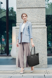 Work and travel-friendly tote