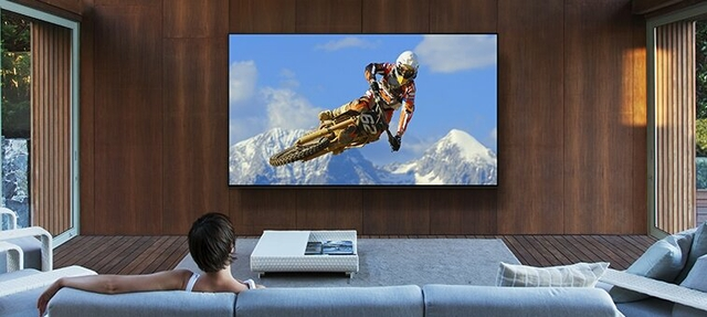 Big screen, dynamic experience