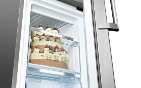 Lots of space for XXL frozen goods with the BigBox frozen food drawer.