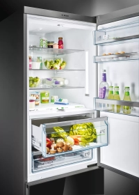 LED light: keeps the contents of your fridge in the spotlight