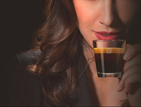 ماكينة القهوة سيتيز اند ميلك بقوة 1710 واط من نيسبرسو (C123SI) - فضي