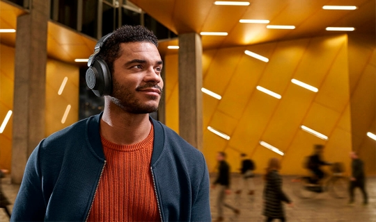Audio that automatically adapts to your surroundings.