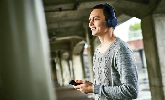 ميكروفون مدمج للمكالمات بدون استخدام اليدين