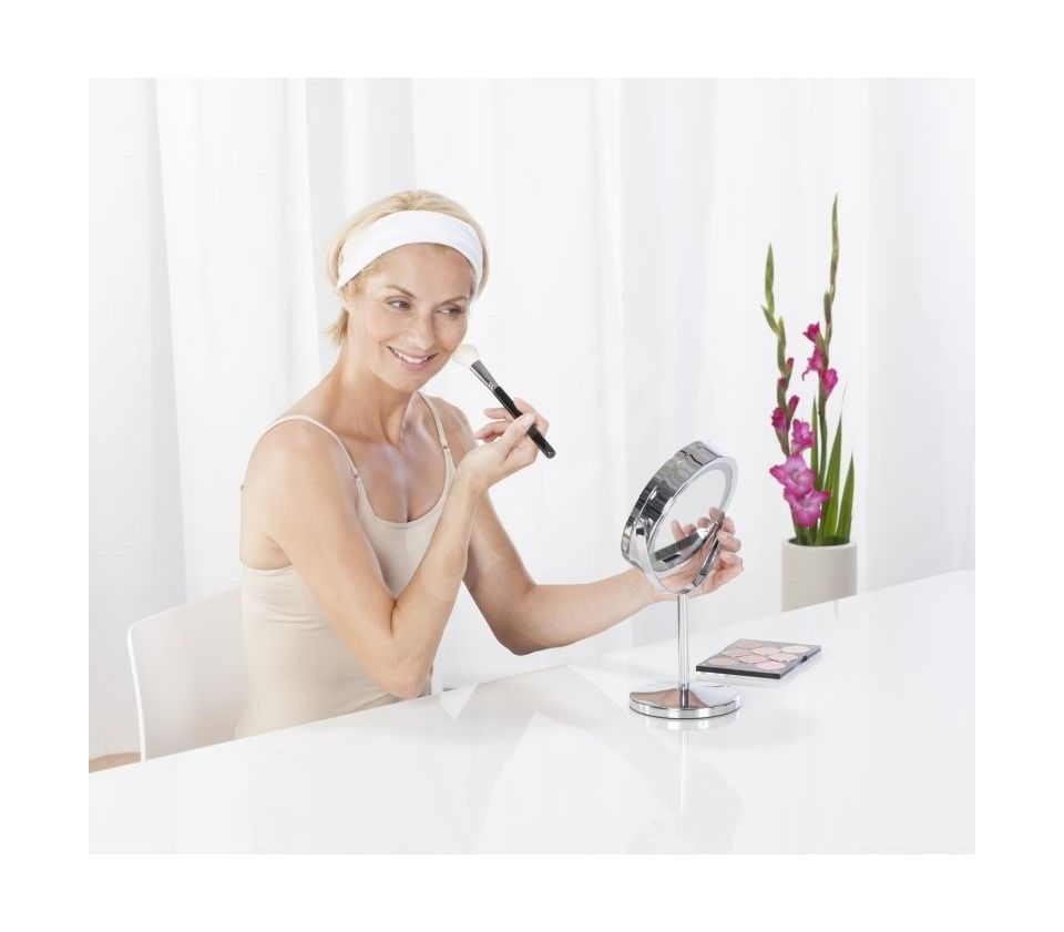 Precise Makeup Application with 5X Magnification